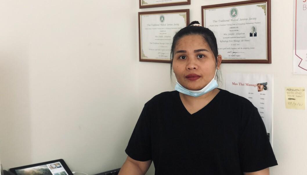Somphit Srilaphrom känner att vissa kunder inte respekterar hennes yrke.