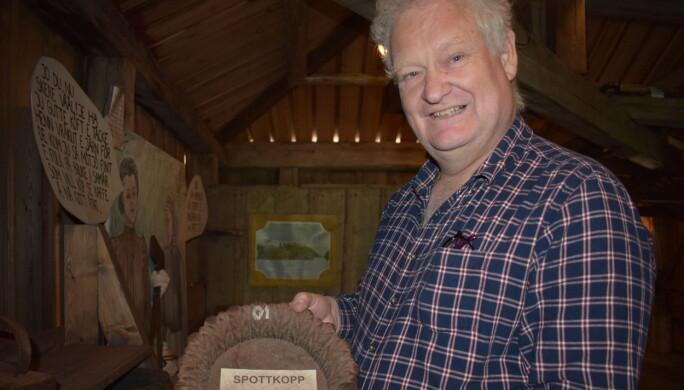 Besökaren Bengt Hellman från Stockholm tyckte att den stora spottkoppen av gjutjärn var lite kul.