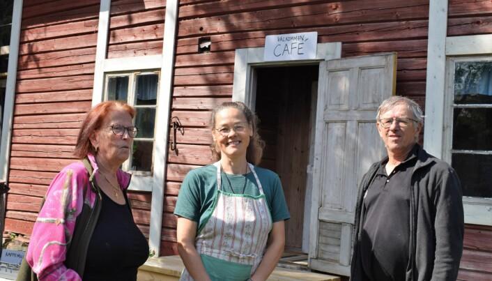 Agneta Tengström, Elenor Öster och Erik Lindé är några av medlemmarna i byalaget. De gladdes åt den lyckade dagen.