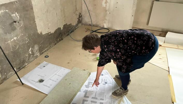 Elisabeth Björklund beskriver planritningarna som innehåller trinett, handikapptoalett, förråd, städskrubb samt väggar med ljudisolerat glas.