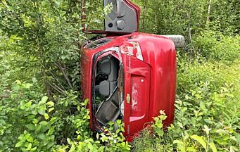 Dumpade skrotbilar allt vanligare längs vägarna – vem städar upp?