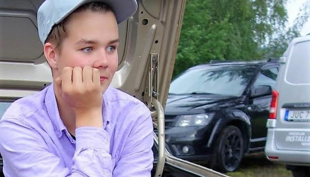 Alvin Rehnsbo gillar att skruva på fordon och har därför ordnat ett eget sommarjobb, som hittills gått bättre än förväntat.