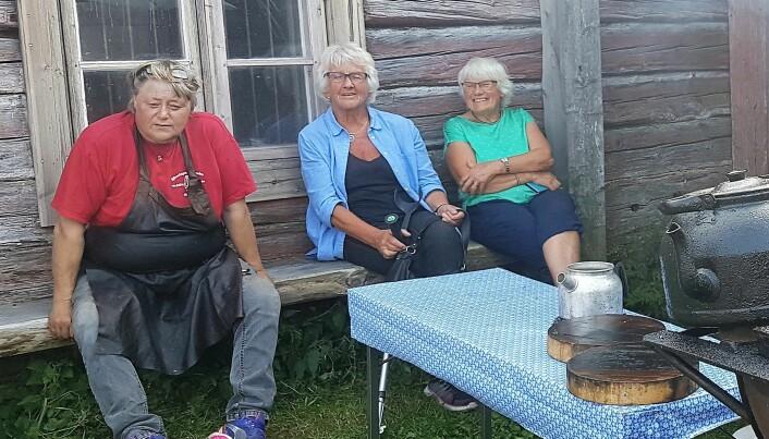 Anna Einebrant från föreningen Forbonden tar en vila och summerar dagen tillsammans med Ingeborg Nordin och Solveig Asp-Nilsson, alla tre från Klövsjö.