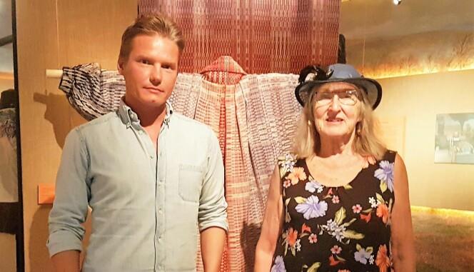 Kenny Jonsson, museiassistent tillsammans med Gunilla Ellis som just nu har en utställning på museet.