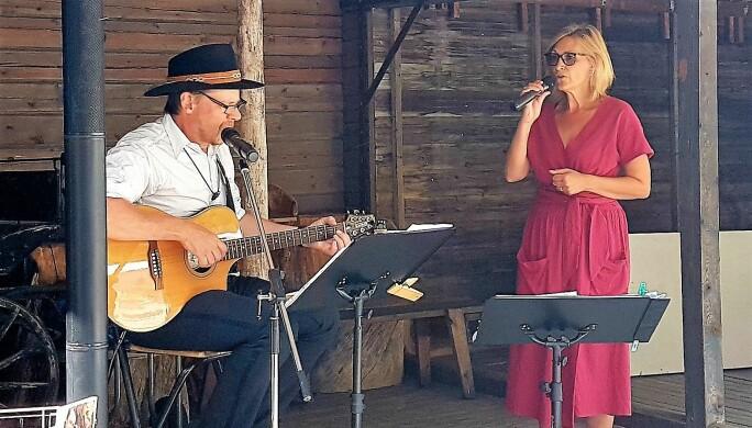 Gariella Lindvall och Stefan Ströms musikunderhållning var uppskattad av alla.