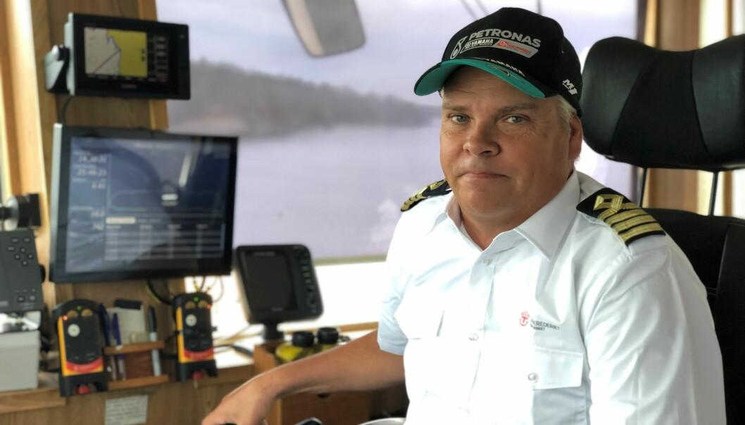 Urban Ångnell, färjeman på Håkanstaleden säger att den äldre ersättningsfärjan Hymer inte kan hålla tidtabellen.