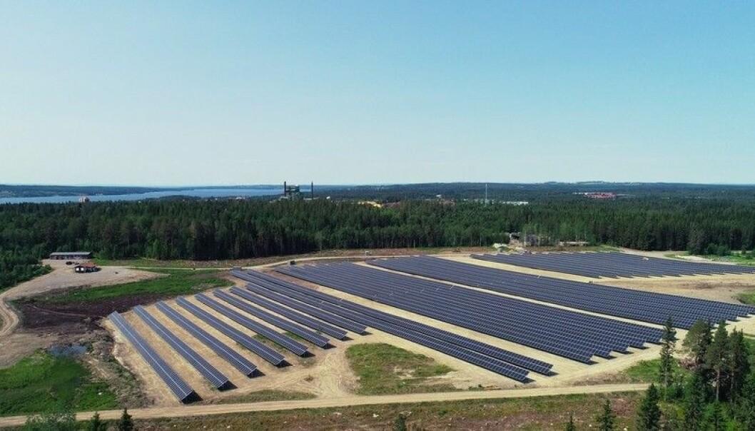 Första året (2020) gav dålig avkastning för de som köpte andelar i Solparken i Östersund. Hittills i år ser det ut att ge lite mer tillbaka på investeringen för delägarna. Solparken byggdes 2019 och togs i drift i början av 2020. Största delägarna är Jämtkraft och Östersundshem. Foto: Jämtkraft