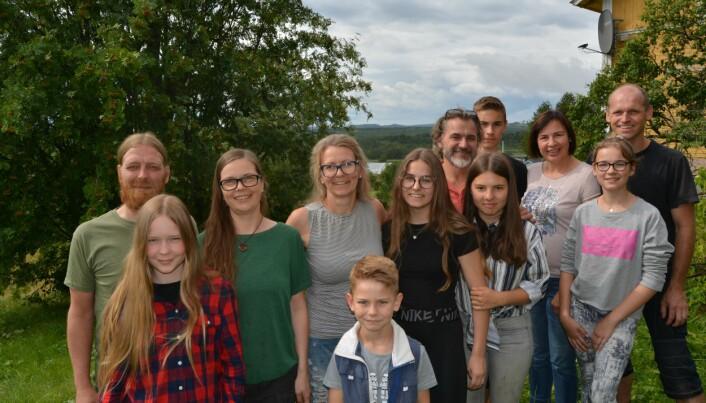Från vänster: Marcel, Adina och Verena Meyer. Evelyne, Ylva och Andreas Amling, samt Marleen Köllmer. Konstantin, Donata, Nelly och Mathias Kauk, samt i förgrunden deras son Camillo.