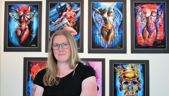 Maria Hellgren är imponerad av Marie Plosjös verk,