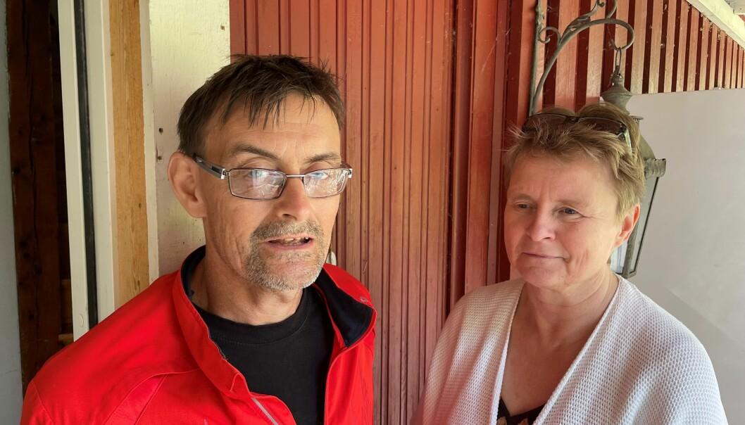 Föräldrarna Göran Matsson och Ann-Katrin Kvarnström är upprörda över bemötandet de fick när ambulanspersonal vägrade köra deras skadade son.
