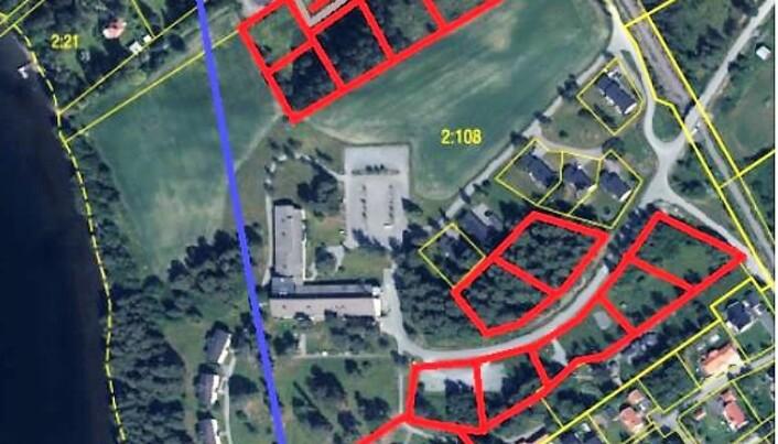 Två villafastigheter säljs plus planläggning för 12 till 17 villatomter på området vid Birka folkhögskola i Ås finns med som alternativt förslag i utredningen.