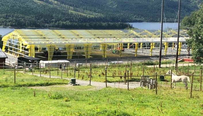 Den nya ridhallen i Åre börjar ta form. Invigning beräknas i månadsskiftet oktober-november. Lagom inför vintern kan ryttarna i Åre börja träna i nya hallen.