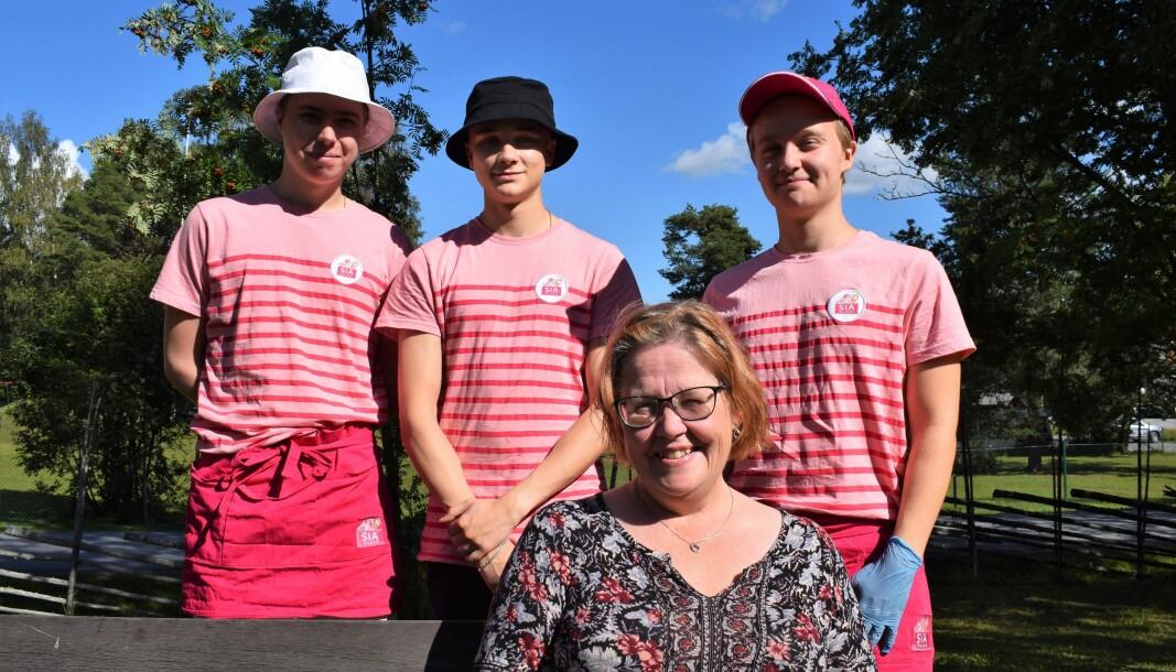 Margareta Persson har klivit in i glassbranschen denna sommar, som delägare i Glass Å Parken. Några av de sommarjobbande ungdomarna heter Jesper Friberg, Malte Ejnebrand samt Gabriel Hjelm