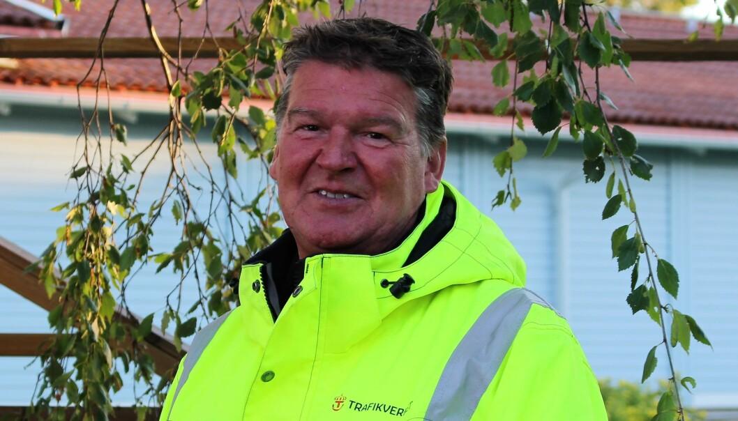 John Löfgren på Trafikverket menar att omledningsvägens skick inte har något att göra med att en lastbil körde i diket i lördags. Att folk kör över bron trots att den är avstängd ser han som alarmerande. Foto: John Löfgren
