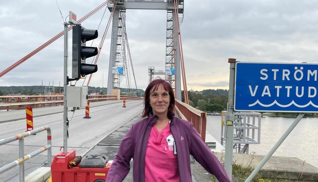 På hemtjänsten är man van vid att lösa problem, menar Jenny Jönsson Lundberg, hemtjänstpersonal. Hon är glad att bron åtgärdas och det är bra att vägarna i Norrland tas hand om. Men att broavstängningarna innebär ökad tidspress sticker hon inte under stolen med, även om hon menar att det går att vänja sig vid.