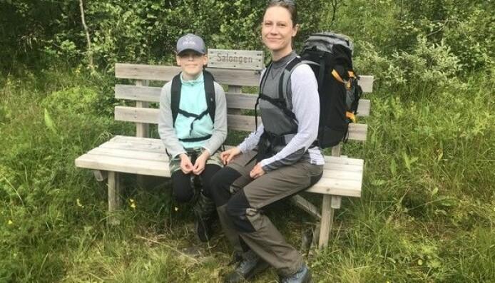 Charina med sonen på Blomsterstigen i Storlien. Foto från bloggen.
