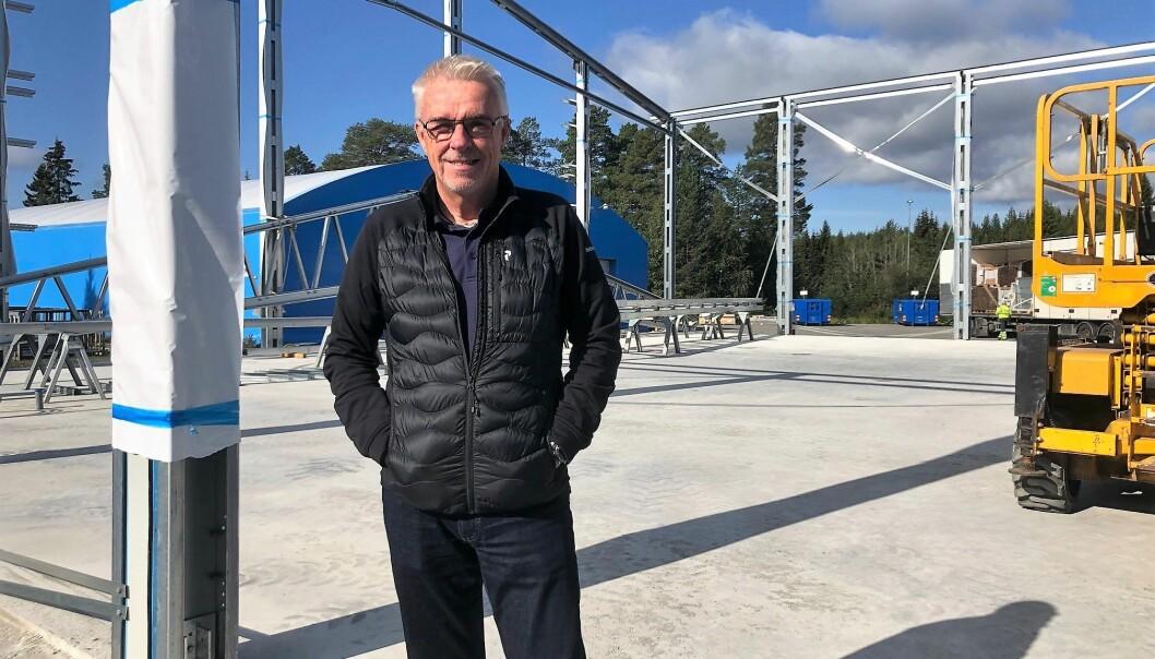 Arbetet med en ny padelhall i Nälden pågår för fullt. I oktober ska den vara klar. Detta tack vare företagaren Nils-Åke Hallströms som tagit initiativet och som finansierar den nya hallen.