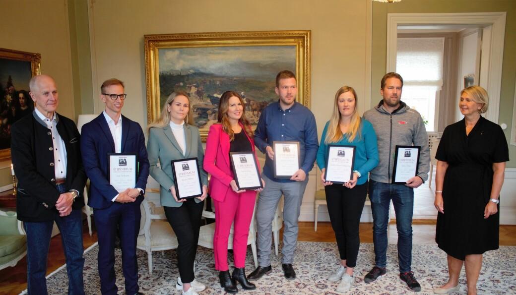 Frän vänster Bob Persson som delade ut diplomen, Lars Eriksson, Emelie Dillner, Petra Ersberg, Magnus Nilsson, Andrea Skott Dahlgren och Johan Öhlén- Längst till höger landshövding Marita Ljung.