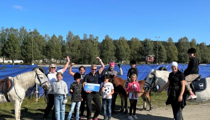 Strömsunds Ridklubb blev lyckliga vinnare av det utlottade priset på 5000 kronor.