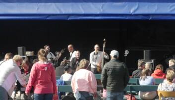 Patriks combo spelade musik på aktivitetsdagen.