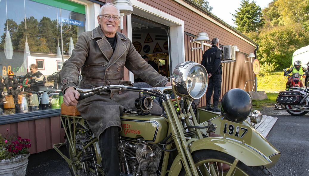 – Den är lite udda med tanke på hur länge sedan jag renoverade min Harley Davidson modell F med sidovagn från 1917, berättar Kurt Berglund från Skalänget.