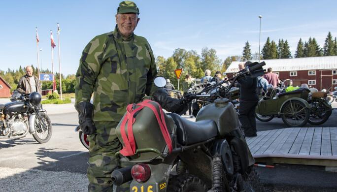 – Jag började köra MC när jag fyllt 40 och nu blir jag 80 i slutet av november, säger Elnar och ler gott.