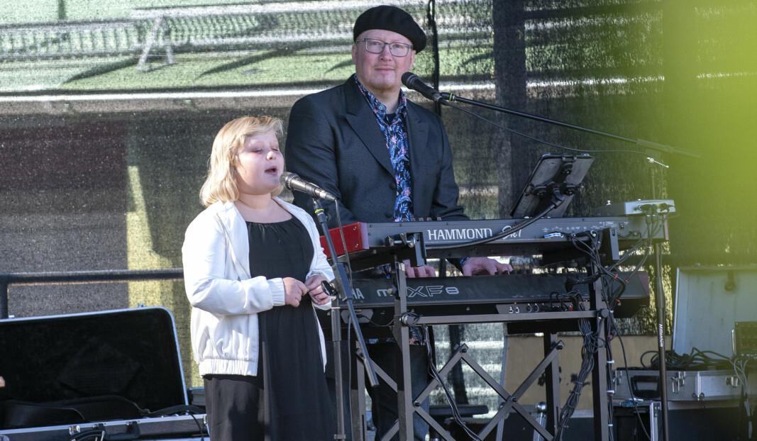 """Eva Berglin, tio år från Svenstavik, framförde Aretha Franklins """"A natural woman"""". Pappa Claes Göran Berglin kompade med tår i ögonvrån. Vilken fantastisk begåvning, med en så mogen och härligt soulig röst i så unga år."""
