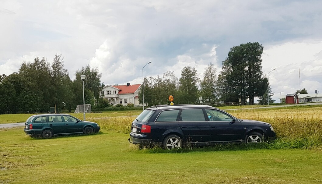 Två av alla bilar där katalysatorn avlägsnats och bilen sedan dumpats. Foto Sonja Björklund