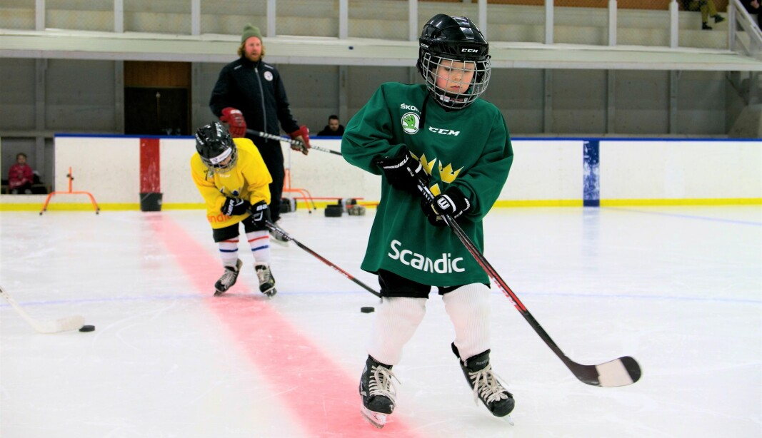 Bräcke Hockey saknar ett A-lag och får allt svårare att fylla på med yngre årskullar. Bilden är från föreningens hockeyskola.