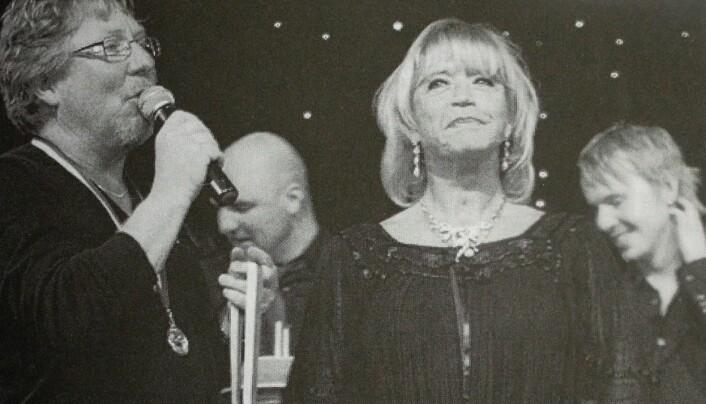 Lill-Babs uppträdde flera gånger på Gamla Teatern, här på Kjell Anderssons 60-årskalas år 2007. Bild ur boken.