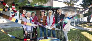 Pensionärernas tävling under pandemin – stickade en 255 meter lång halsduk