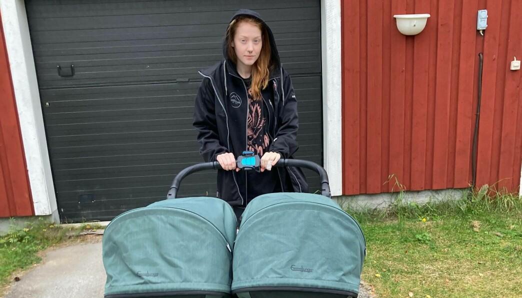 Disa Wilhelmsson känner sig otrygg när hon går med dubbelvagnen över bron, gångpassagerna är för smala.