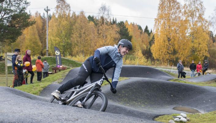 Elitcyklisten Elina Davidsson visade upp sina kunskaper under invigningsdagen.