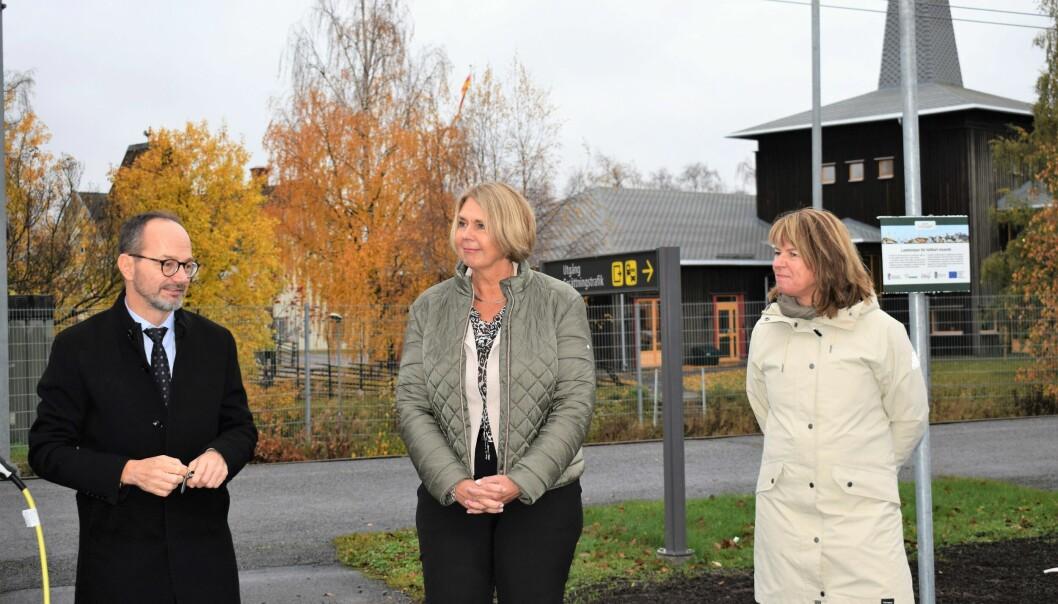 Infrastrukturminister Tomas Eneroth, landshövding Marita Ljung samt Krokoms kommunalråd Karin Jonsson.