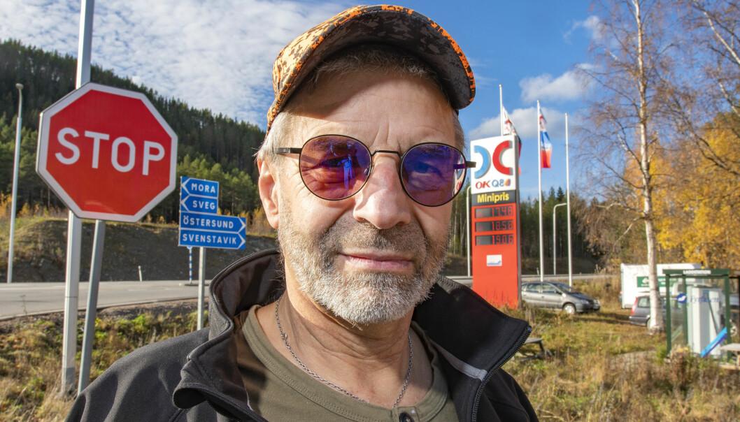 – Det värsta är att signalerna från regeringen kan innebära att literpriset kommer att hamna upp emot 21 kronor efter nyår, konstaterar Kenneth Andersson i Rätan.