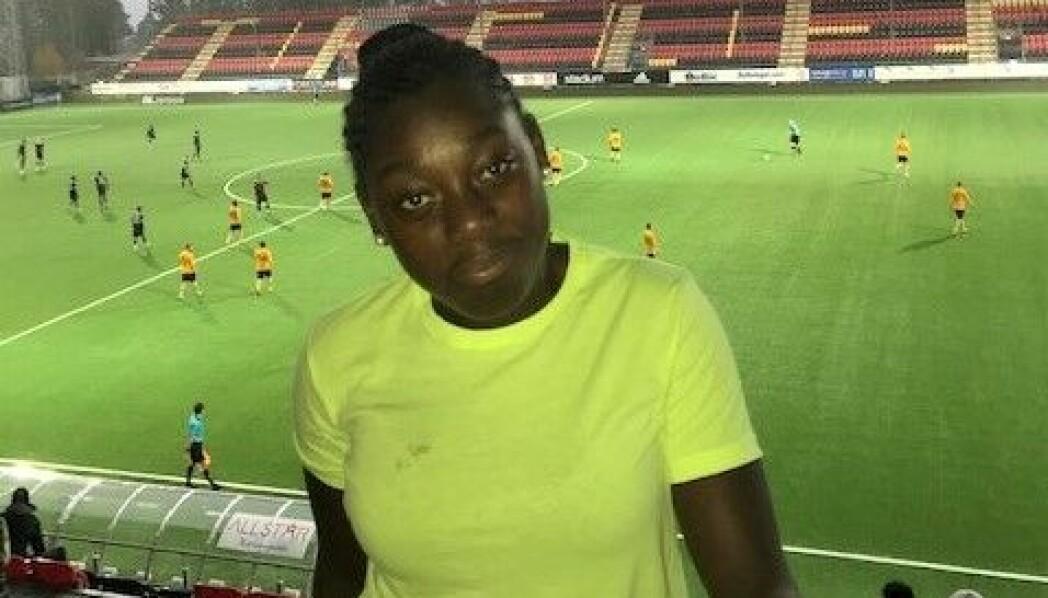 Precious Simanka gillar fotboll, både att spela själv och att lära ut till barn.